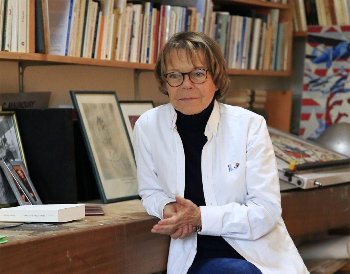 Catherine Maunoury dans l'atelier de sa maison